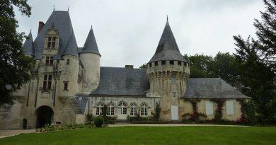Puy-Leonard Chateau de Javarzay